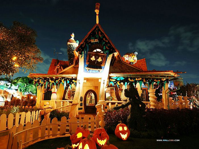 Cute Rustic Fall Wallpapers For Laptop Wallpaper Of Disneyland Halloween Night Decorations 1